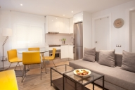 Barcellona Vacation Apartment Rentals, #161dBarcelona: 2 camera, 1 bagno, Posti letto 5