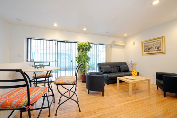 New York City Vacation Rental 1 Bedroom WIFI Manhattan Midtown Apartment