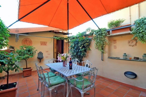 Rome Vacation Rental: 3 Bedroom, WIFI, Colosseo. Apartment Rentals In Rome,  Find Great Deals With Cities Reference