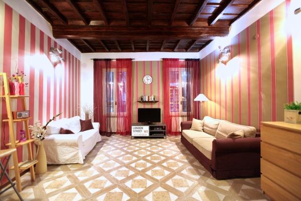 Campo Dei Fiori, Via Dei Giubbonari: Rome Apartment #285b