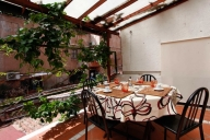 Rome Vacation Apartment Rentals, #931: 2 bedroom, 1 bath, sleeps 5