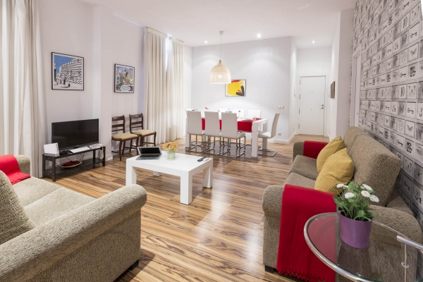 Madrid Vacation Rental 3 Bedroom Wifi Gran Via Callao Apartment Rentals In Find Great Deals With Cities Reference