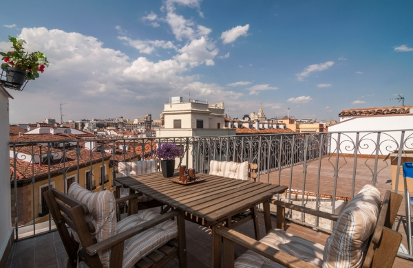 Madrid Vacation Rental 1 Bedroom Wifi Puerta Del Sol Apartment Rentals In Find Great Deals With Cities Reference