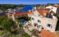 Milna Vacation Apartment Rentals, #100aMilna: 3 camera, 2 bagno, Posti letto 9