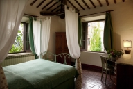 Monteriggioni Vacation Apartment Rentals, #100Monteriggioni: 4 bedroom, 3 bath, sleeps 8