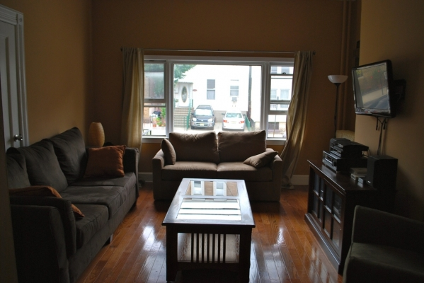 New york city vacation rental 3 bedroom wifi outer area - 3 bedroom apartments in new york city ...